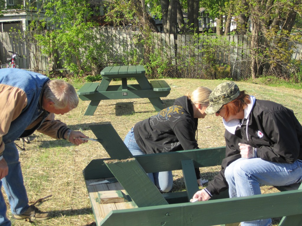 GLA Painting Picnic Tables